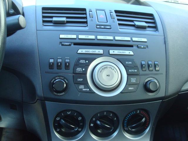 2011 Mazda 3 radio