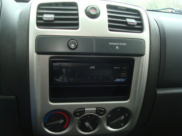 2009 Chevy Colorado radio