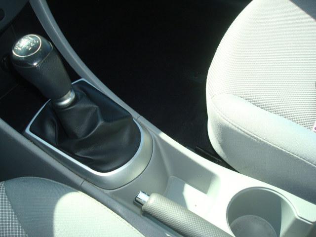 2012 Hyundai Accent shift