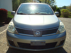 2008 Nissan Versa hood