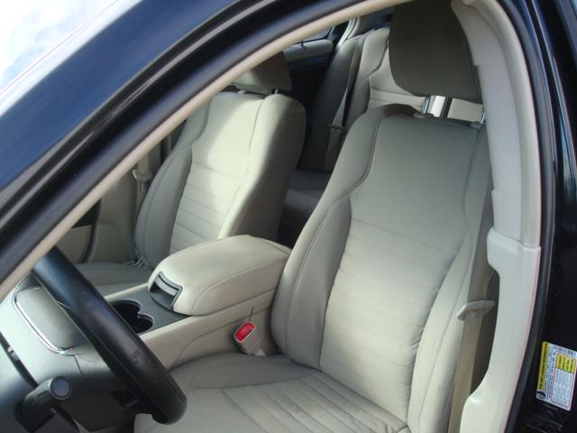 2010 Ford Taurus seat