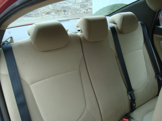 2014 Hyundai Accent rear seat 2