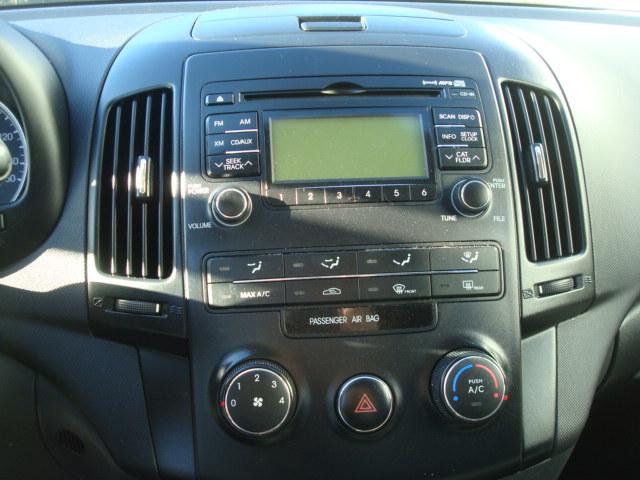 2012 Hyundai Elantra radio