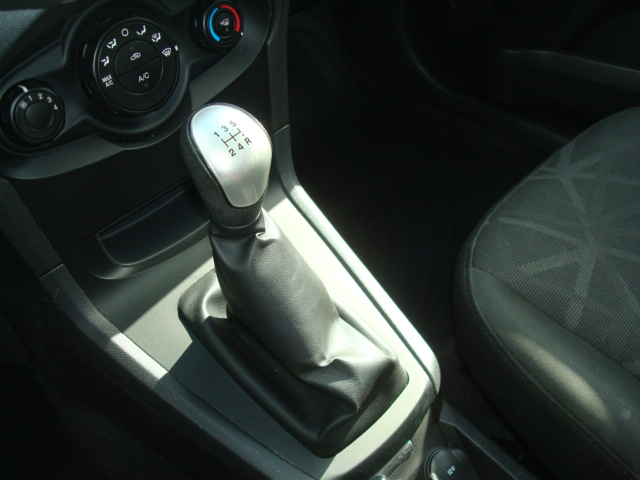 2013 Ford Fiesta shift