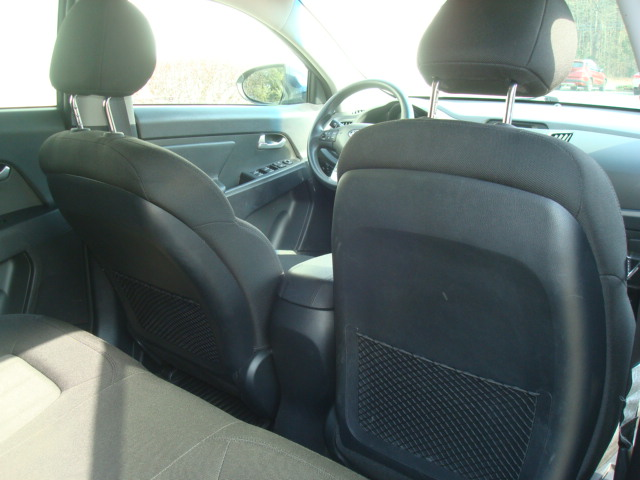 2011 Kia Sportage rear seats 2