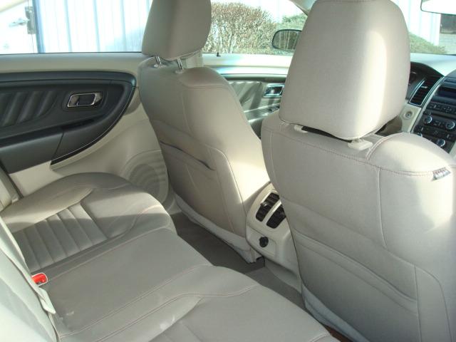 2010 Ford Taurus rear seats 2