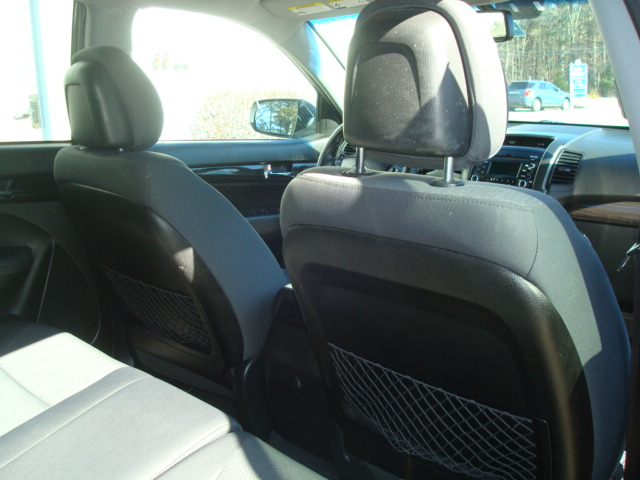 2012 Kia Sorento rear seats 2
