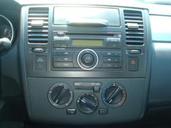 2008 Nissan Versa radio