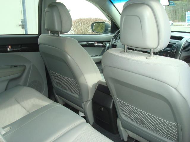 2011 Kia Sorento rear seat 2