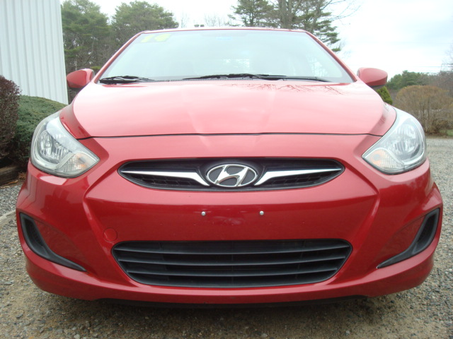 2014 Hyundai Accent hood