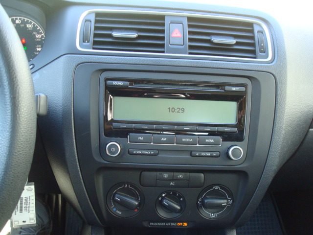 2011 VW Jetta radio