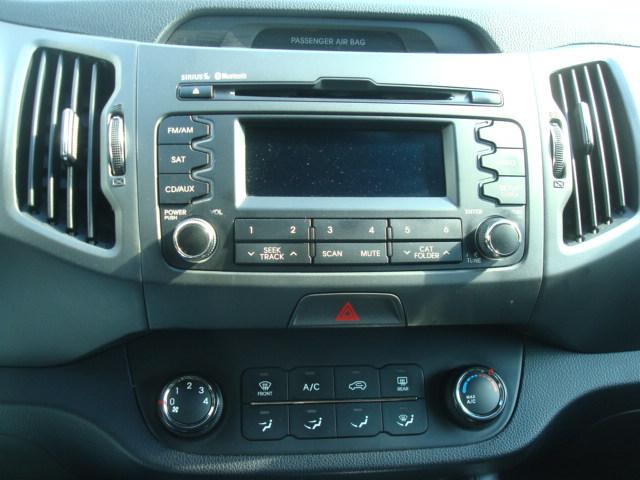 2011 Kia Sportage radio