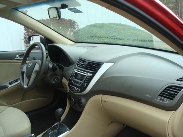 2014 Hyundai Accent dash