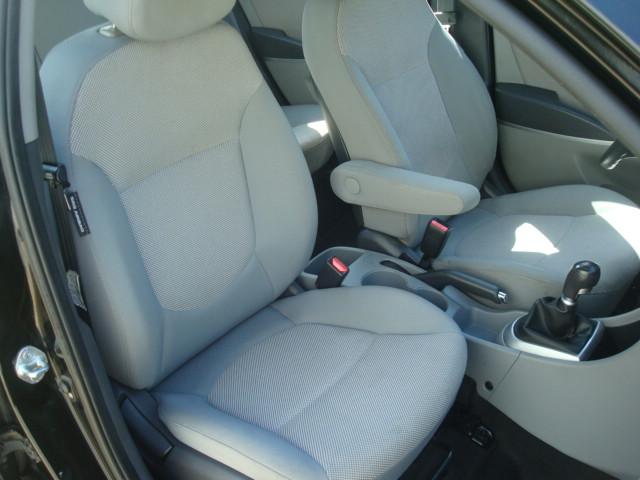 2012 Hyundai Accent pass seat