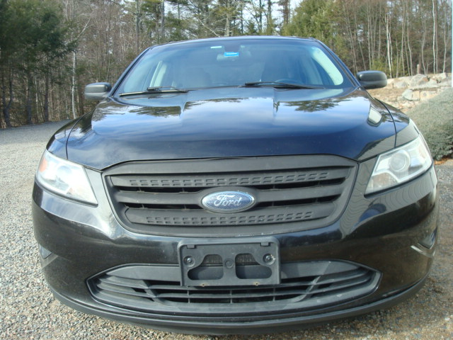 2010 Ford Taurus hood
