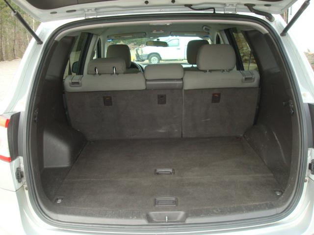 2012 Hyundai Santa Fe tail up