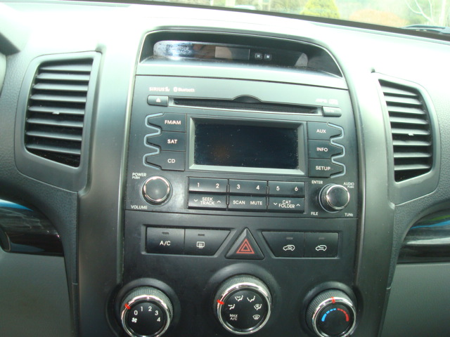 2011 Kia Sorento radio