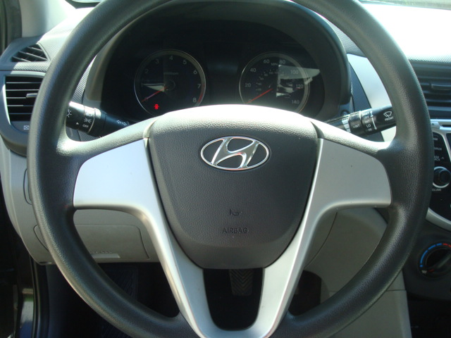2012 Hyundai Accent steering