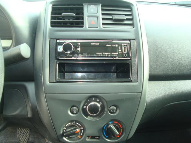 2015 Nissan Versa radio