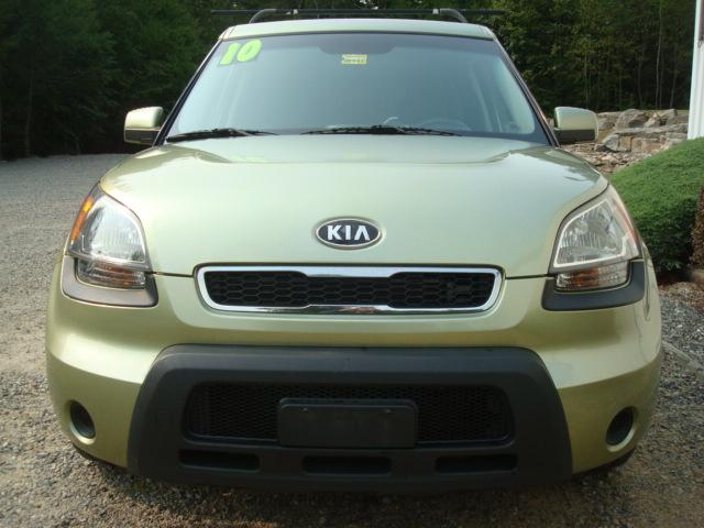 2010 Kia Soul hood