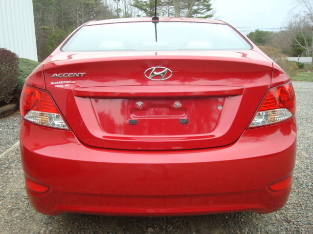 2014 Hyundai Accent tail