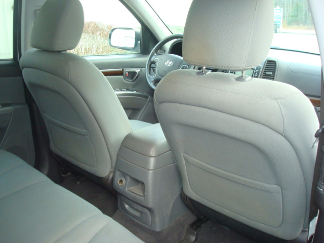 2012 Hyundai Santa Fe rear seats 2
