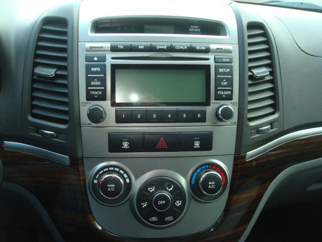 2012 Hyundai Santa Fe radio