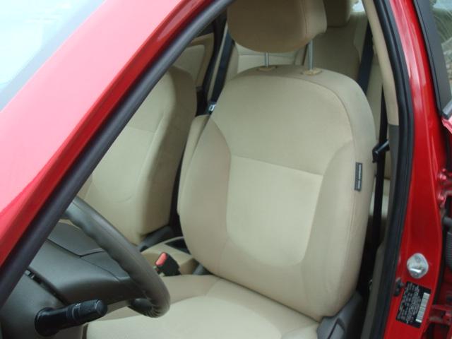 2014 Hyundai Accent seat