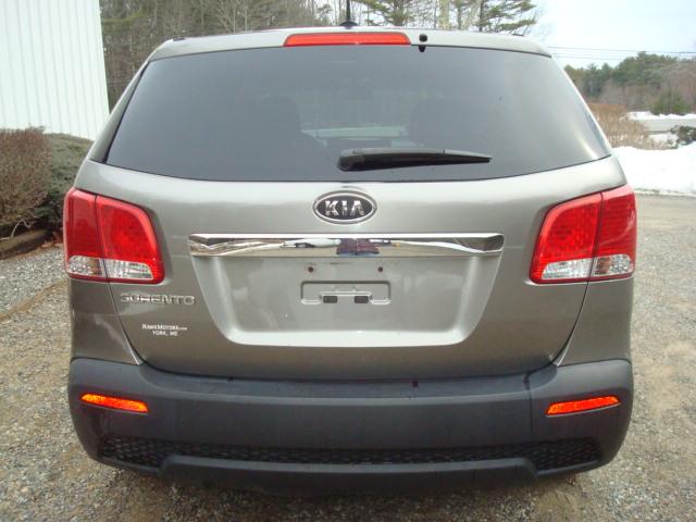 2011 Kia Sorento tail