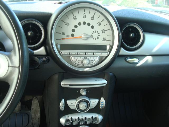 2007 Mini Cooper radio