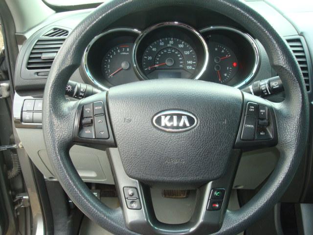 2011 Kia Sorento steering