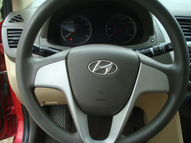 2014 Hyundai Accent steering