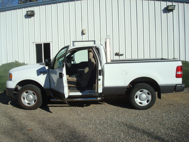 2008 Ford F-150 drivers doors open