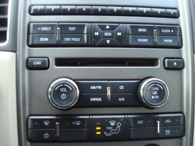 2010 Ford Taurus radio