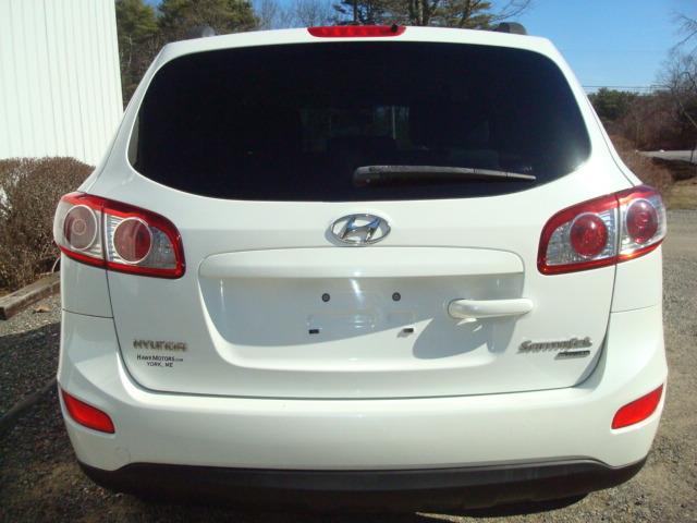 2010 Hyundai Santa Fe tail