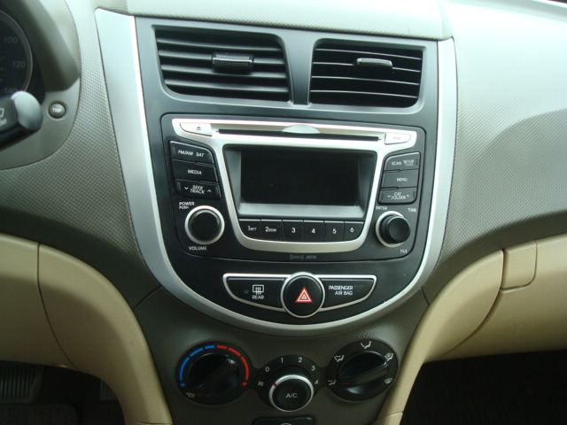2014 Hyundai Accent radio
