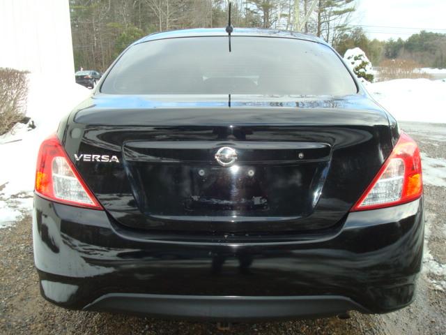 2015 Nissan Versa tail