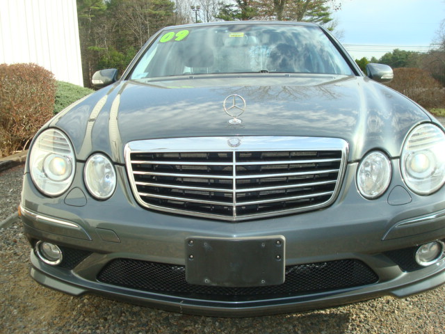 2009 Mercedes E-350 hood