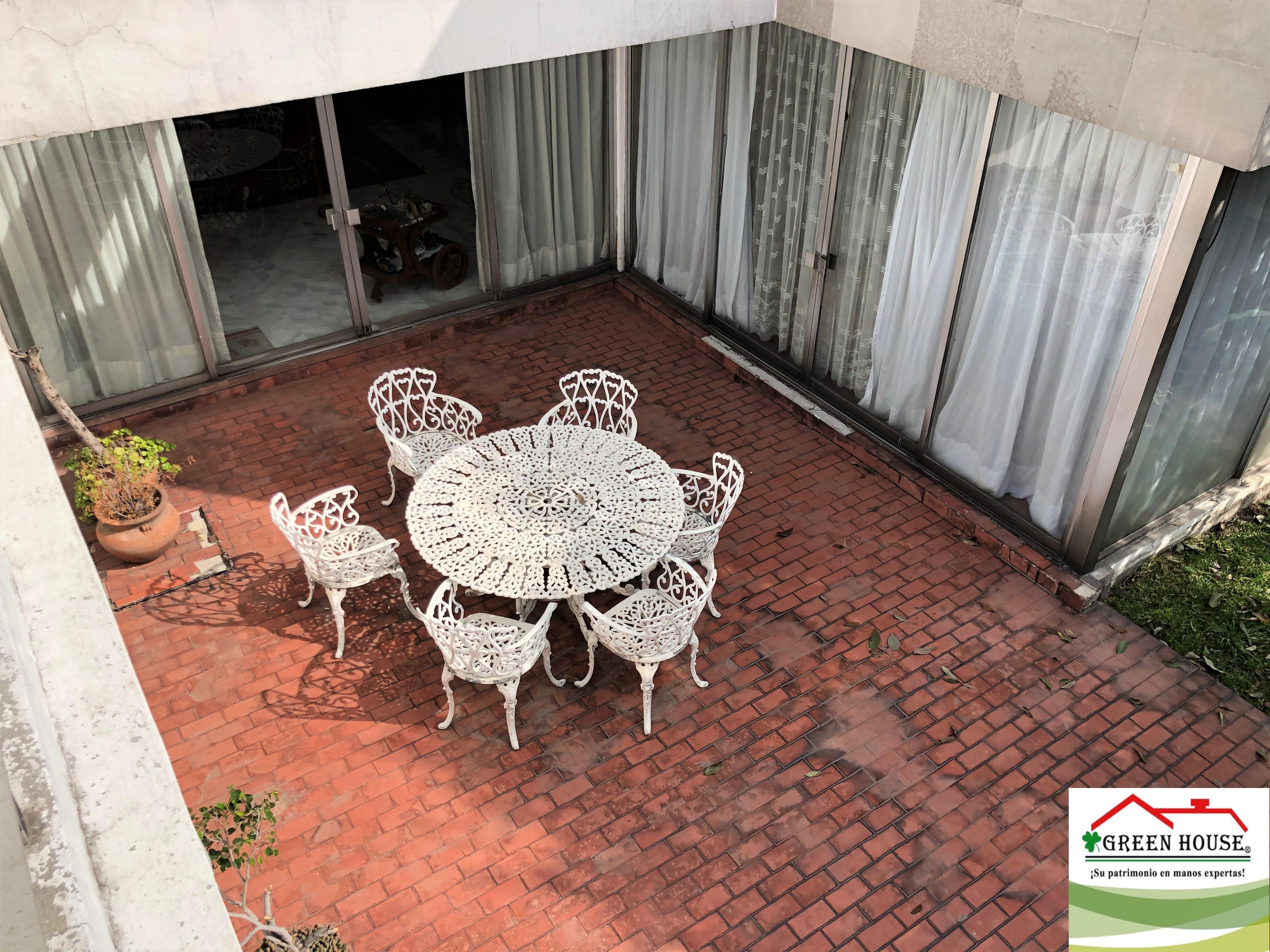 terraza vista arriba mesa blanca logo