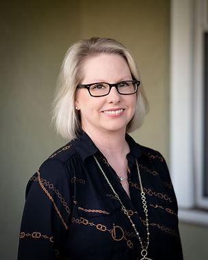 Lynn Barrett Headshot