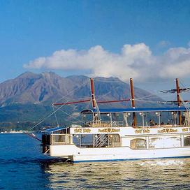錦江湾遊覧船クルーズ (城山ストアー帆船型遊覧船クイーンズしろやま)