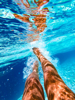 透き通る海
