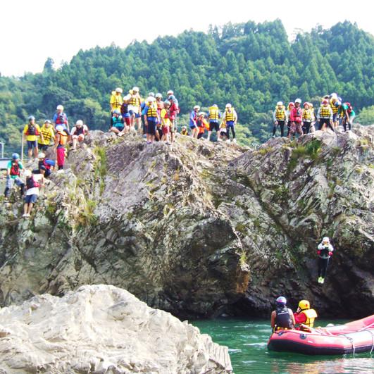 崖からジャンプ!