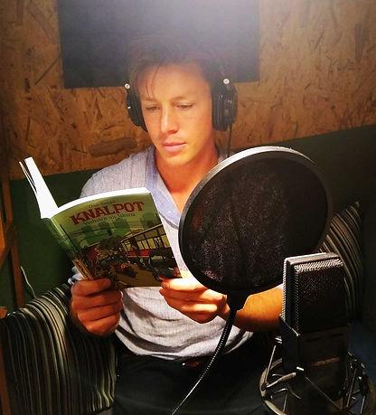 Luisterboek-Knalpot-opnemen-in-de-studio