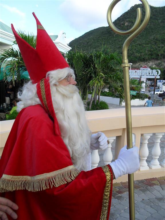 48- Sinterklaas doet Sint Maarten aan. (Medium)