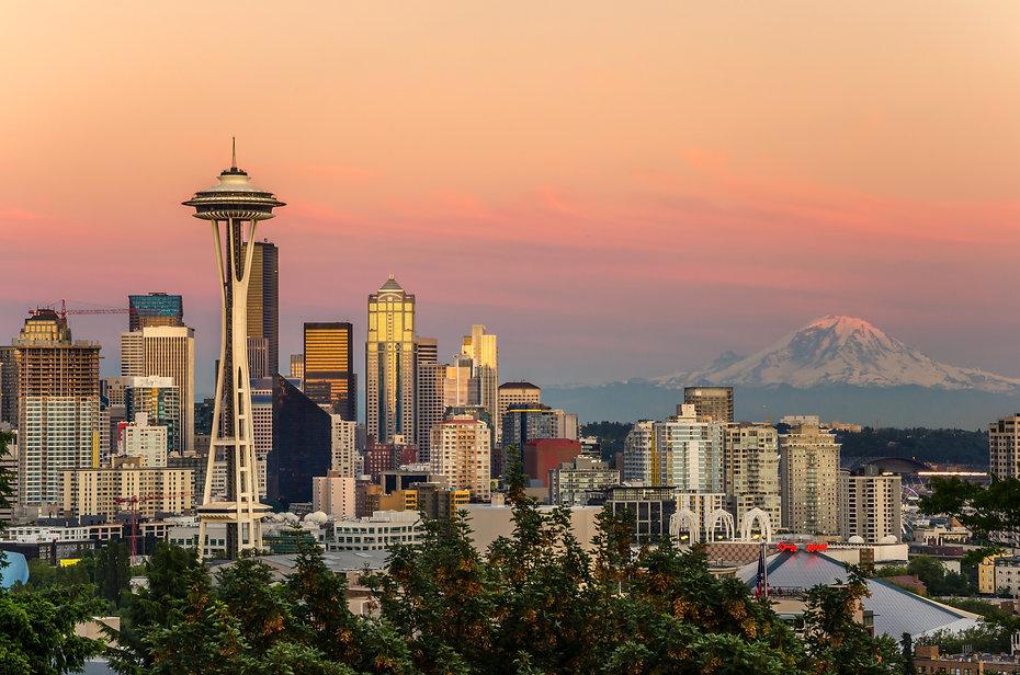 Skyline Seattle and Mount Rainier at Sun