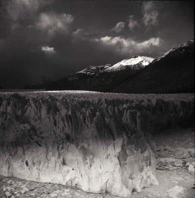 Perito Moreno en el alba - B&W.jpg