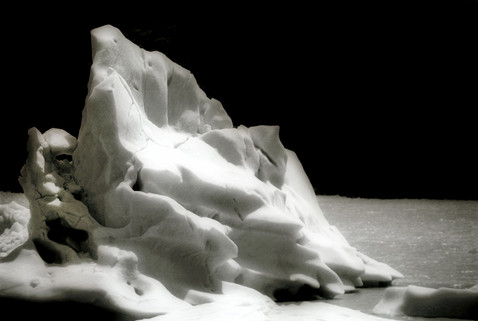 Iceberg on Lago Grey 1 - Torres Del Pain