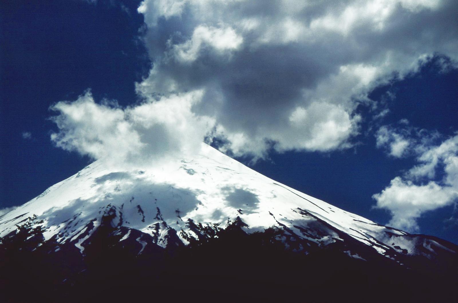 Volcán_Osorno,_Perez_Rosales_National_Park,_Southern_Chile