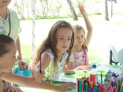 Children create their own plate